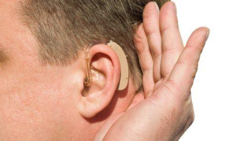 Инвалидам могут полностью возместить стоимость слуховых аппаратов
