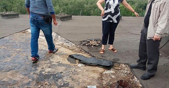 Залили квартиру во время капитального ремонта крыши. Кто возместит ущерб?